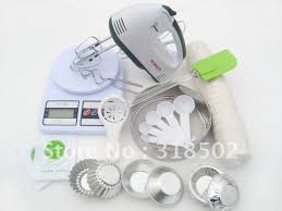 Essential Tools For Cake Decorating Norpro 8 Piece Cake Decorating Set Pastry Bag Cakes Pinterest