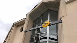 bureau de poste gare de l est la poste de plus en plus de guichets dans les commerces de laval