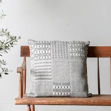 Loloi Pillows Dhurrie Style Pillow Etta Pillow Joanna Gaines Magnolia And Pillows