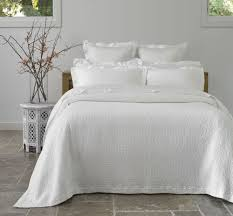 White Bedding Decorating Ideas Bed U0026 Bedding Serenity Bedspread Sets In White For Bedroom