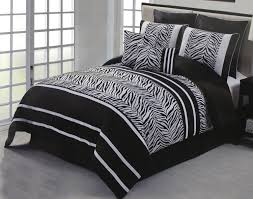 Zebra Bedroom Decorating Ideas Zebra Bedroom Decor With A Glamorous Design On The Rooms And A