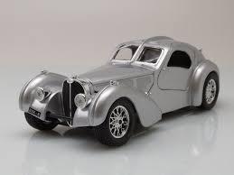 bugatti atlantic bugatti atlantic 1936 silber modellauto 1 24 burago 18 95 u20ac