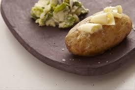 patate en robe de chambre recette de pommes de terre en robe des chs salade à la crème de