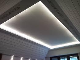 controsoffitti decorativi esempio di controsoffitto in sala riunioni con gole luminose