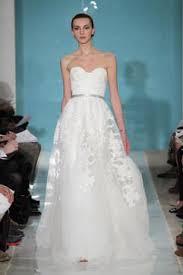 reem acra u0027heavenly lace u0027 size 4 sample wedding dress nearly
