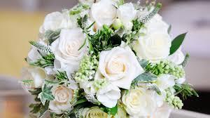 bouquet de fleurs roses blanches beautiful white rose wallpaper pocket press
