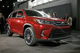 toyota se review 2017 toyota highlander look review motor trend