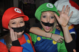 batman and robin halloween costumes for couples what is halloween 15 tips for first time travelers
