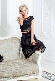imagenes negro rico estilo elegante mujer rubia en la belleza interior rico con un