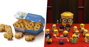 cuisine mcdo jouet les minions débarquent chez mcdonald s avec des nuggets et des