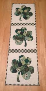 st patrick s day table runner paper poppies paisleys february projects st patrick s day
