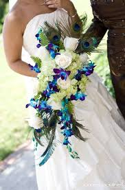 flower arrangements with peacock feathers for weddings ooo again