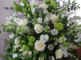 White Flower Arrangements White Green Weddings Austenflowers Wallpoop The Wallpaper Site