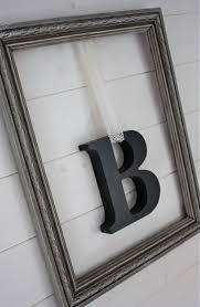 cadres chambre b b suspendu dans cadre dentelle ancienne mademoiselle patine