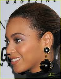beyonce earrings beyonce dons chanel globe earrings photo 1552591 beyonce