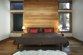 lambris mural chambre decoration lambris mural bois jaune sol bois marron chambre