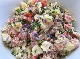 fleurs de ciboulette en cuisine salade de pomme de terre au thon et fleur de ciboulette la cuisine