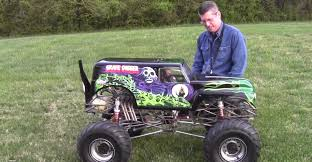 monster truck grave digger videos the coolest 1 4 scale monster truck ever complete with killer v8