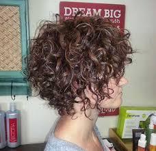 Frisuren Kurze Lockige Haare by Die Besten 25 Kurzes Lockiges Haar Ideen Auf Kurze