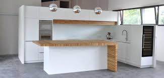 ilot cuisine sur mesure ilot cuisine sur mesure cuisine wellhome laque blanche bois corian
