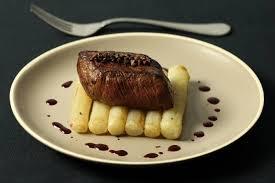 comment cuisiner les salsifis recette de pavé de boeuf aux poivres rares salsifis rôtis au thym