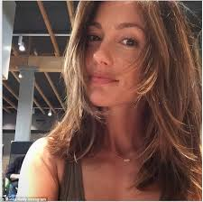 the blonde short hair woman on beverly hills housewives minka kelly debuts lighter locks for summer after a trip to the