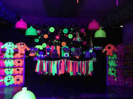 glow in the party 6 sizzling outdoor summer party ideas thegoodstuff