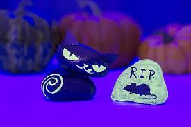 glow in the dark rocks glow in the dark halloween cat mouse rocks project by decoart