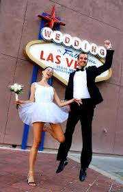 vegas weddings wedding in fabulous las vegas sign replica picture of vegas