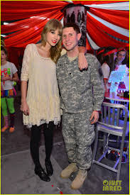 taylor swift fan club taylor swift club red with fans photo 549006 photo gallery