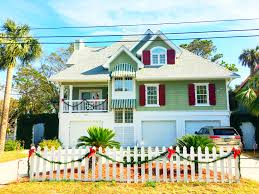 11 tybee island homes that really decked the halls