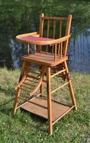 ancienne chaise haute de bébé en bois la tablette se relève pour