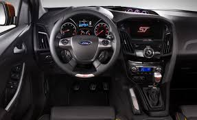 ford focus st 3 does the 2012 focus st come with a automatic transmission or