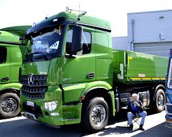 mercedes truck wiki file mercedes arocs in green jpg wikimedia commons