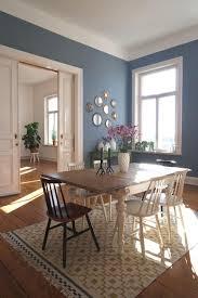 teppich esszimmer dieser altbau verzaubert uns blaue wand stuhl mix ikea teppich