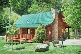 honeymoon cabin with pool access near pigeon forge