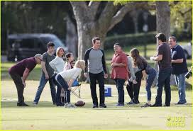 the league thanksgiving episode modern family u0027 cast plays football for thanksgiving episode photo