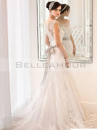 robe de mariã e grise et blanche de mariée longue blanche dentelle col bateau ceinture taîne