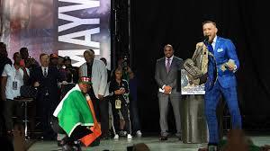 Irish Flag Vs Italian Flag Floyd Mayweather Drapes Himself In Irish Flag Conor Mcgregor