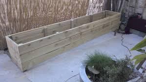 fabriquer cache poubelle fabriquer des jardinières en bois patio pinterest jardinière