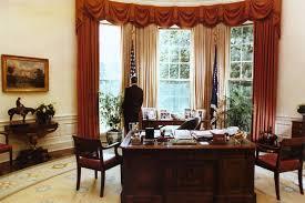 reagan oval office file president reagan alone in the oval office 1984 jpg wikimedia