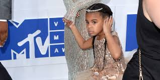 apple martin blue ivy blue ivy is not having beyoncé u0027s photo op at the vmas