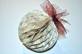 bombka z papieru diy recycled diy ornaments