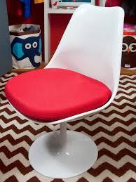 eero saarinen u0027s tulip tables and chairs hgtv u0027s decorating