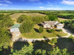 ranch style home 4 bedroom 3 1 2 bath ranch style home 80 acres for sale butler