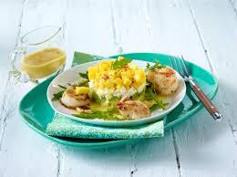rezepte sterneküche gebratene jakobsmuscheln an avocado raukesalat rezept lecker