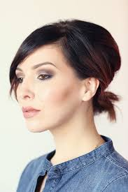 short hairstyle worn beind the ears in layers for fine hair cute short hairstyles to step up your hair game big time stylecaster