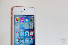 iphone se review today u0027s tech yesterday u0027s design the verge