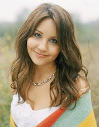 layered highlighted hair styles chic summer waves with subtle caramel highlights amanda bynes