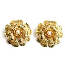 golden earrings chanel golden earrings comenuovo